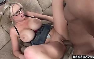 Thick pornstar slut loves getting drilled