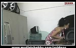 Spermadusche in der Werkstatt