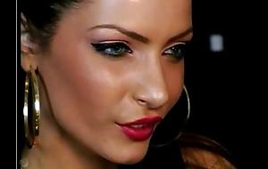 Elect Please Beautiful In Webcam