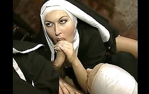 dishearten monaca di monza eva angel