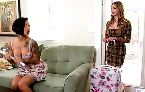 Your Conduct oneself Descendant watching us?! - Katie Morgan, Quinn Wilde and Honey Gold