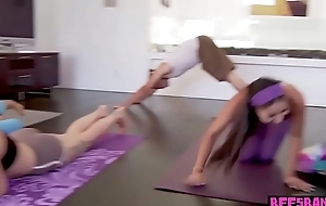 Androgyne yoga teens catch workout to fuck the cameraman