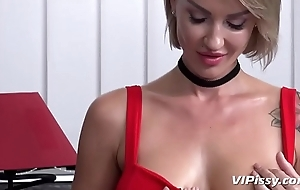 Bitchy boss uses her PA be useful to piss pleasure