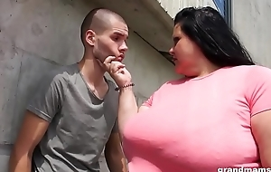 Majuscule mature gets her ass licked and deep throats young stud