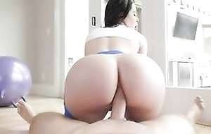 Bootylicious brunette with yoga pants gets sodomized