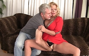 Curvy light-complexioned mature in natural boobs gets rewarded in a good fuck
