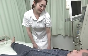 Beautiful Asian vigilance gives her wrapper a hot orall-service
