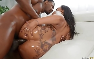 Bootylicious ebony with simple tits gets screwed in both holes