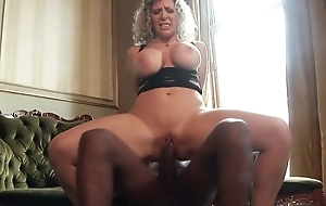 Thick mature with telling melons enjoys riding chunky black bushwa